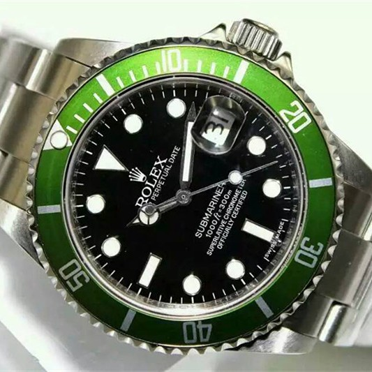 Swiss Replica Rolex Submariner Black Dial Green Bezel (High End)